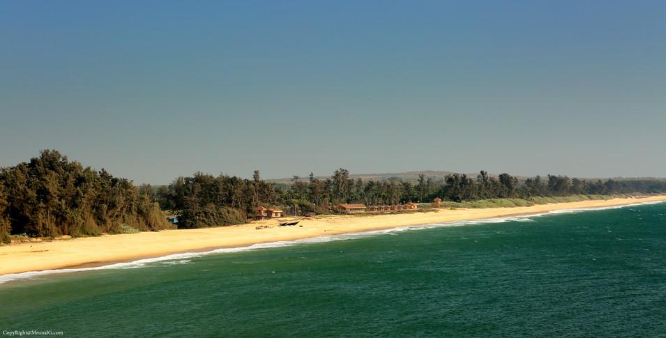 The blue waters at Tambaldeg beach