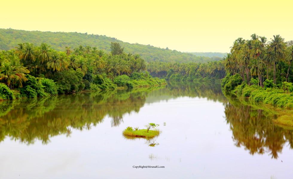 7.11 River basin full during monsoon at Tembvli bridge