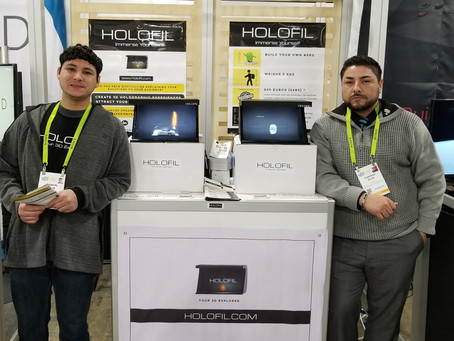 Holography display / holographic display at CES 2019 - HOLOFIL