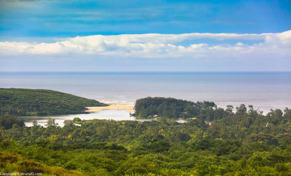 The Tambaldeg beach around the green cover