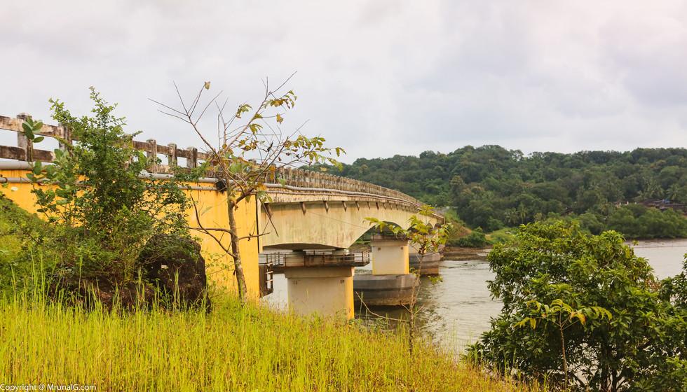 Amberi Tirlot bridge