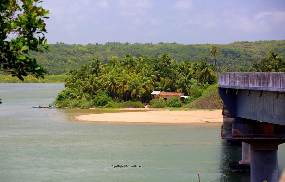 3.6 Small beach next to the Mithmumbri beach