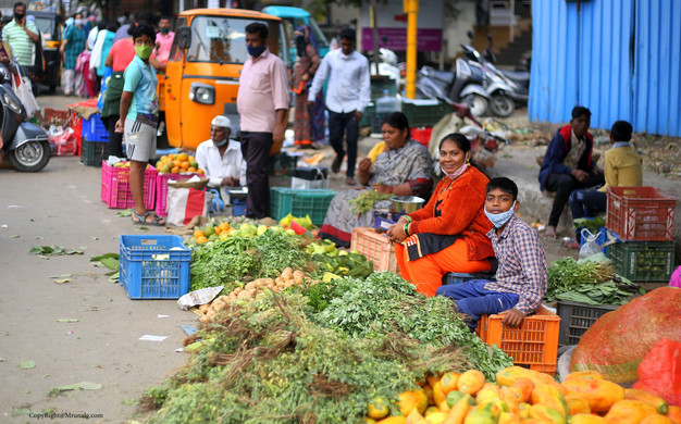 Farmers selling produce at Sus-Pashan road