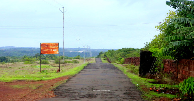 Road to Mondtar from the Nipani Devgad highway at Dabhol intersection