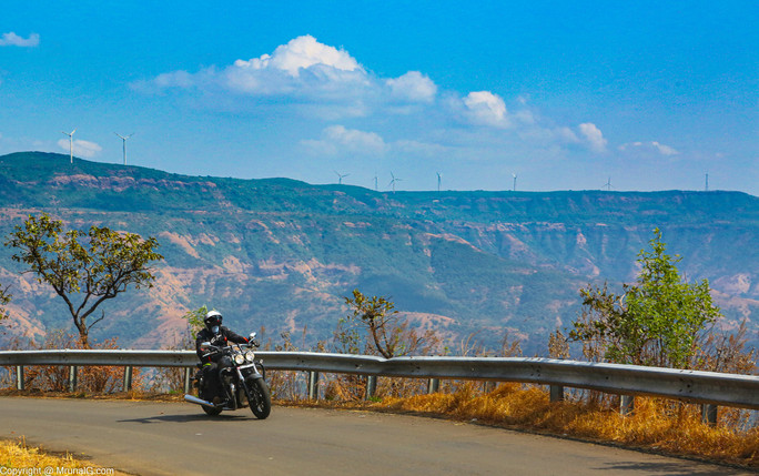Lots of heavy motorcyles on the road to Tapola from Mahabaleshwar