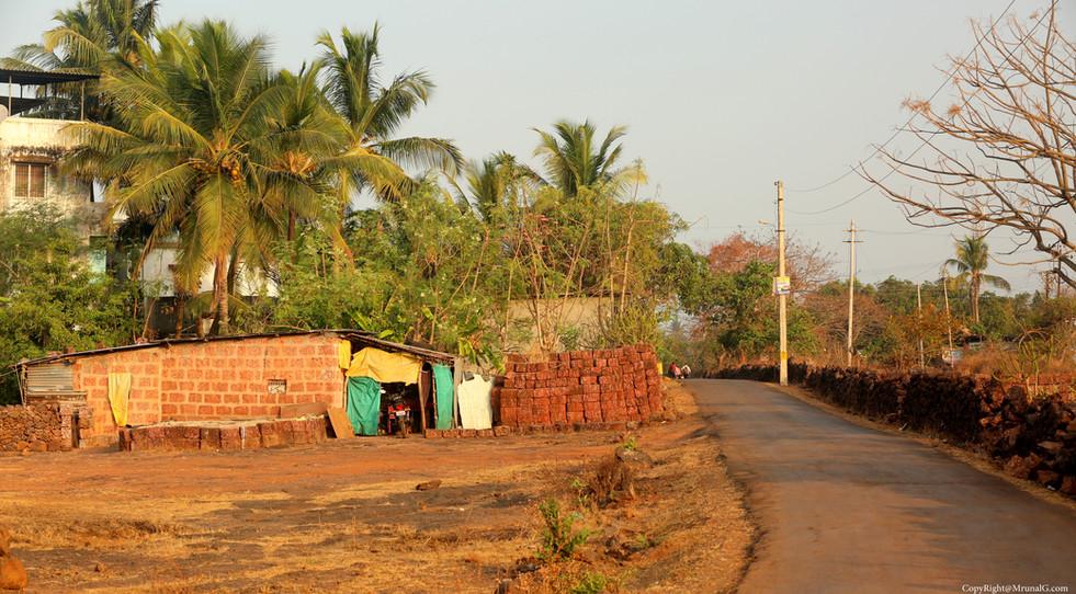 Road from Bhatvadi Sarita hospital area to main Devgad highway in Satpayari