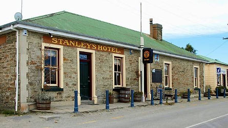STANLY'S HOTEL MACRAES.jpg