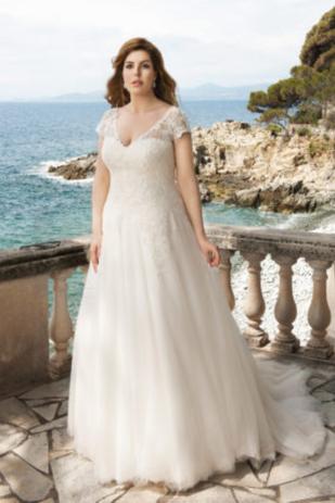 Mode de Pol Curvy Bridal Wear