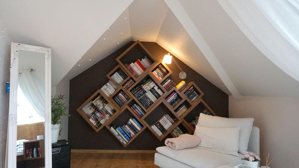 Sypialnia na poddaszu.