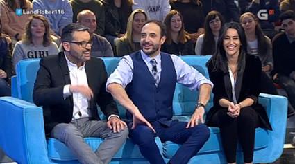 Los presentadores del Telexornal Serán de TVG se lo pasan en grande en Land Rober, que superó ayer l