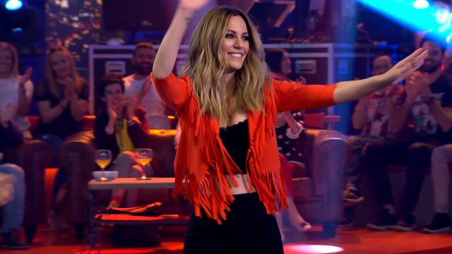 La cantante Edurne descubre el humor gallego en el Land Rober que ayer alcanzó los 19 puntos de audi