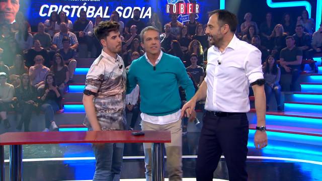 Música y fútbol unen fuerzas en Land Rober con el cantante Roi Méndez y el comentarista Cristóbal So
