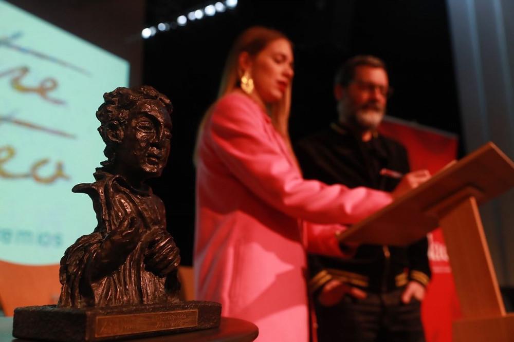 Lectura finalistas (María Mera y Monti Castiñeiras). Foto de la Academia Galega do Audiovisual