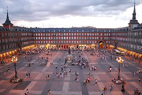 800px-Plaza_Mayor_de_Madrid_06.jpg