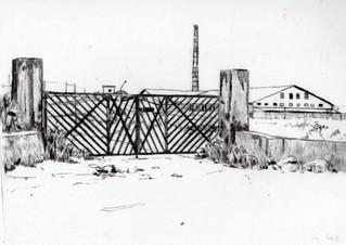 Il cancello della fabbrica di mattoni