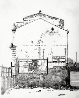 Muro di casa demolita