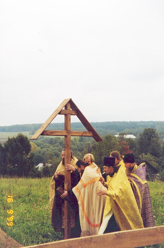 Закладка и строительство храма
