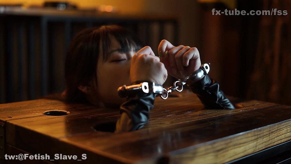 Slave box BDSM