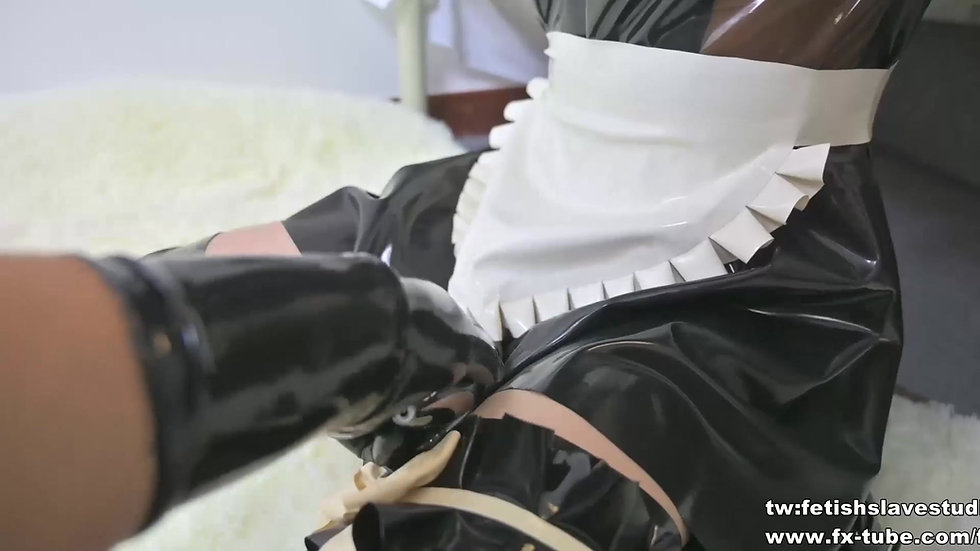 Cute latex maid hood breathplay
