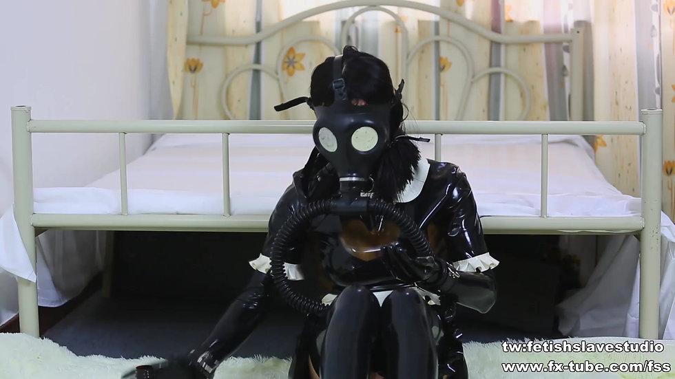 [KIKI]Latex maid gas mask femdom