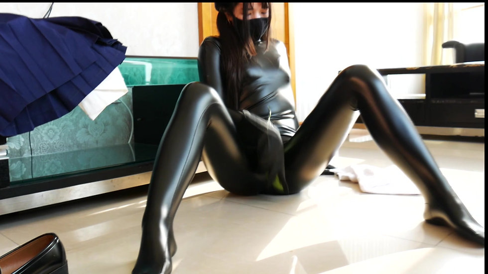 Latex girl s private life 03