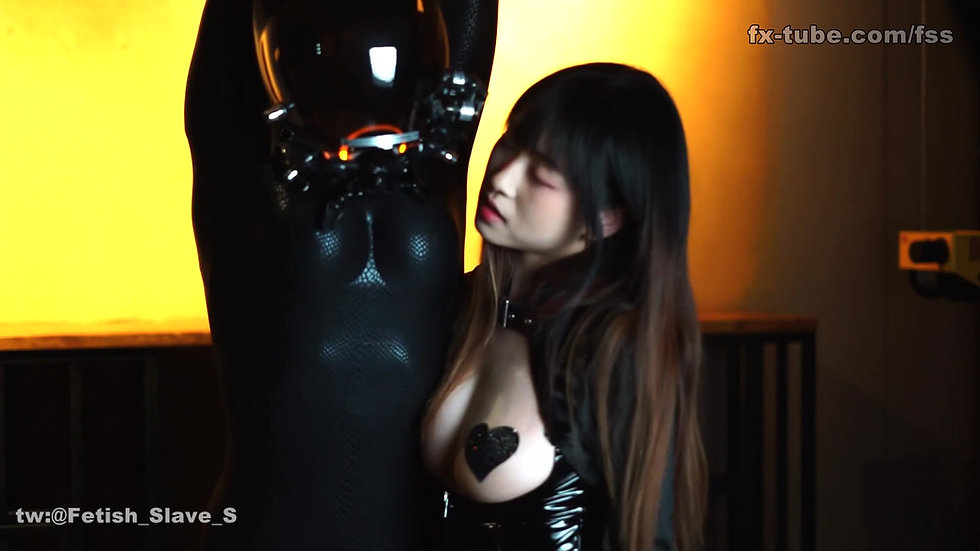 Goth Mistress training zentai slave
