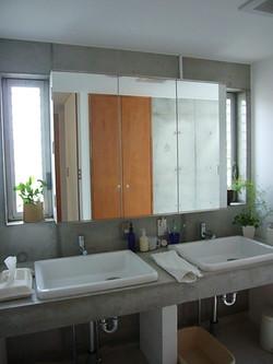 ゆったりした洗面室