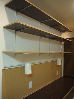 オープン可動棚とコルクボード