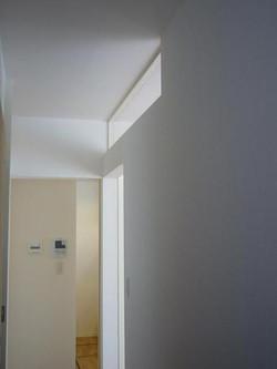 廊下を明るくするための欄間
