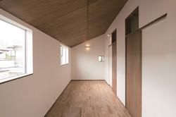 勾配天井の子供部屋は、将来2室に分割可能