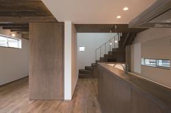 リビング・ダイニング・キッチンと階段