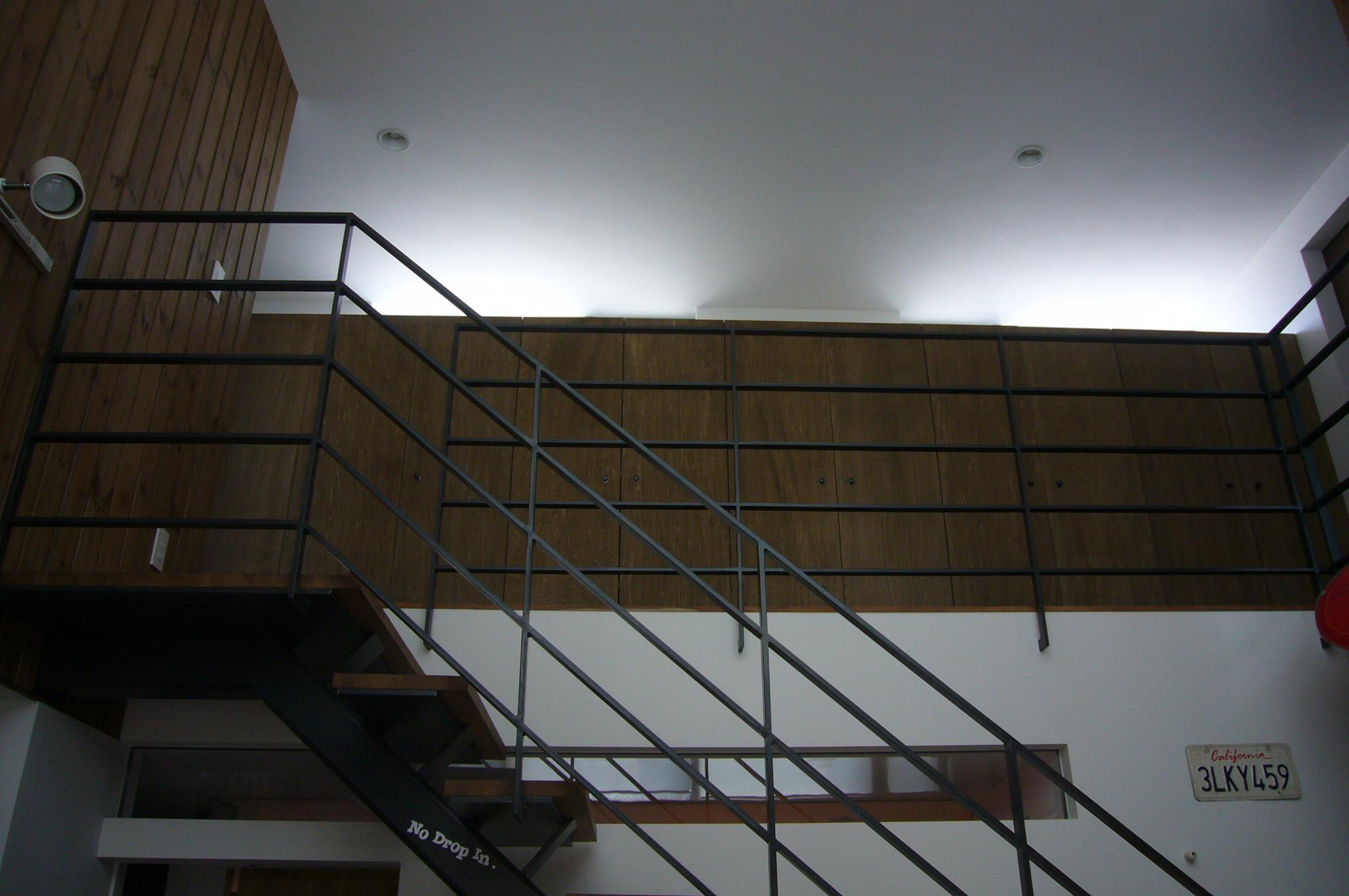 3階廊下の造り付け収納