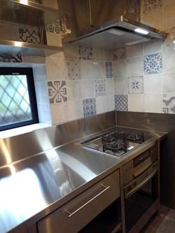 シンプルで使いやすいオールステンレス製キッチン