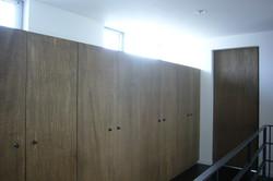 3階廊下の造り付け収納家具