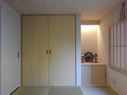 和室の仏壇収納と飾り棚