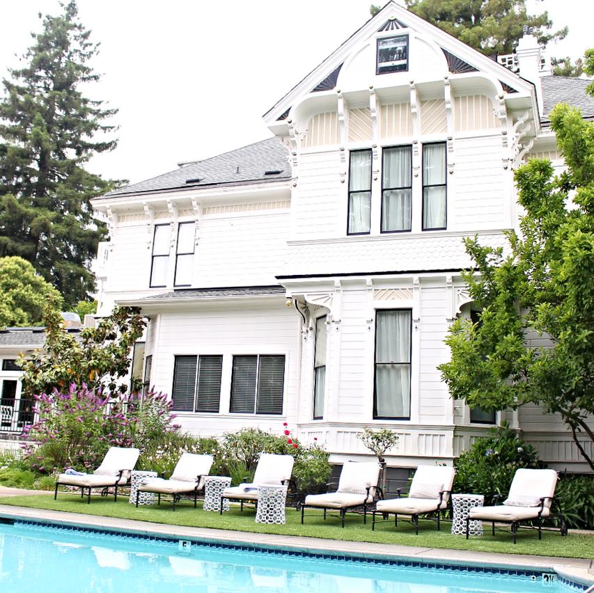 White House Inn Poolside