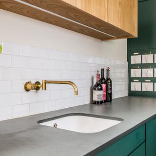 Moderne Wohnküchen kombiniert mit Vintage-Elementen im Innenausbau