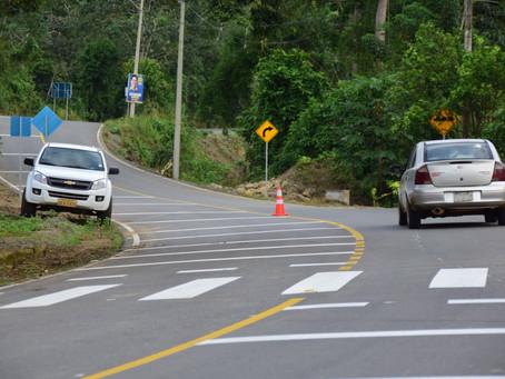 Prefectura inaugura vía que conecta 3 parroquias rurales en Piñas