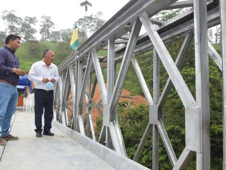 Prefectura y municipio de Atahualpa inauguraronpuente Bailey en Cerro Azul