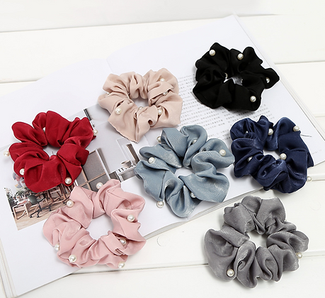 HISUM scrunchies with pearls