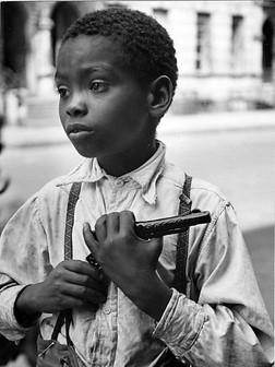 boy-and-gun-helen-levitt.jpg