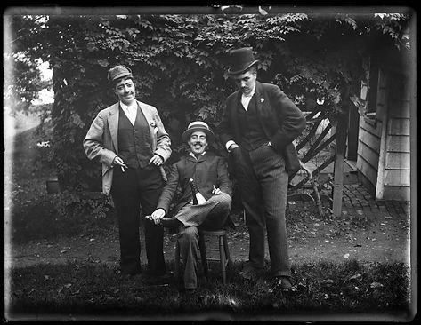 Austen-photo-Dressed-as-Men-50.015_Histo