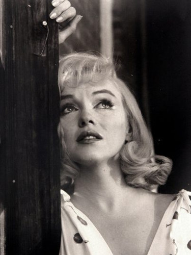 MARILYN-MONROE-DURING-THE-FILMING-OF-THE