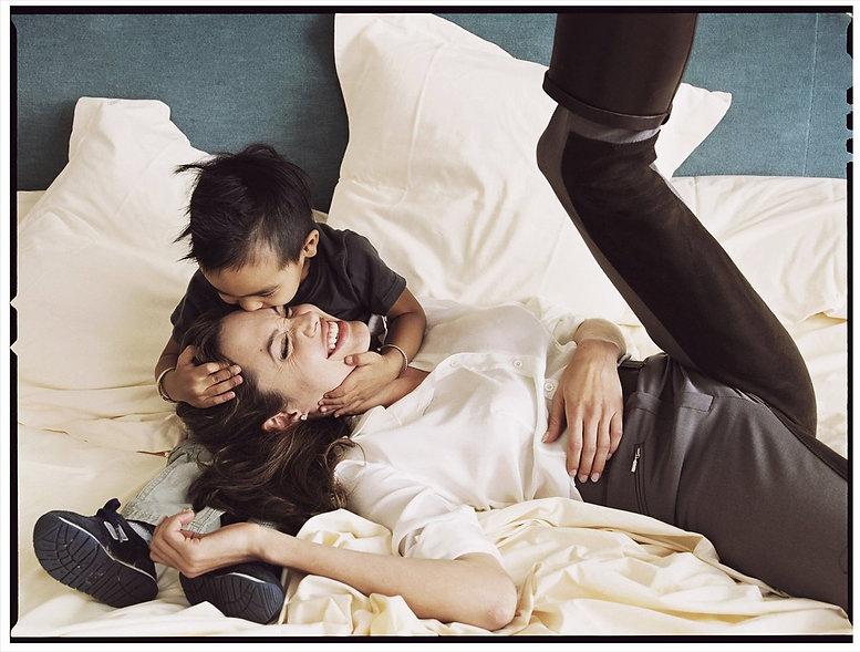 Annie-Leibovitz-Angelina-Jolie-and-son-M