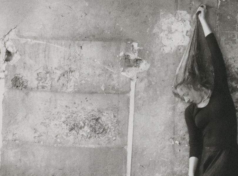 Francesca-Woodman-Self-portrait-of-the-a