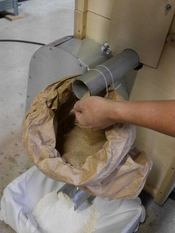 Astrié : sortie son et sortie farine différenciés