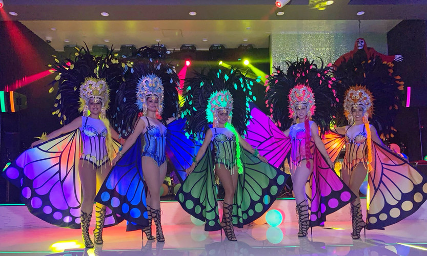 Samba dancers by Samba And More