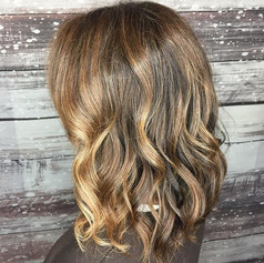 Perfectly placed lowlights mixed in with a few face framing highlights make a perfect #bronde