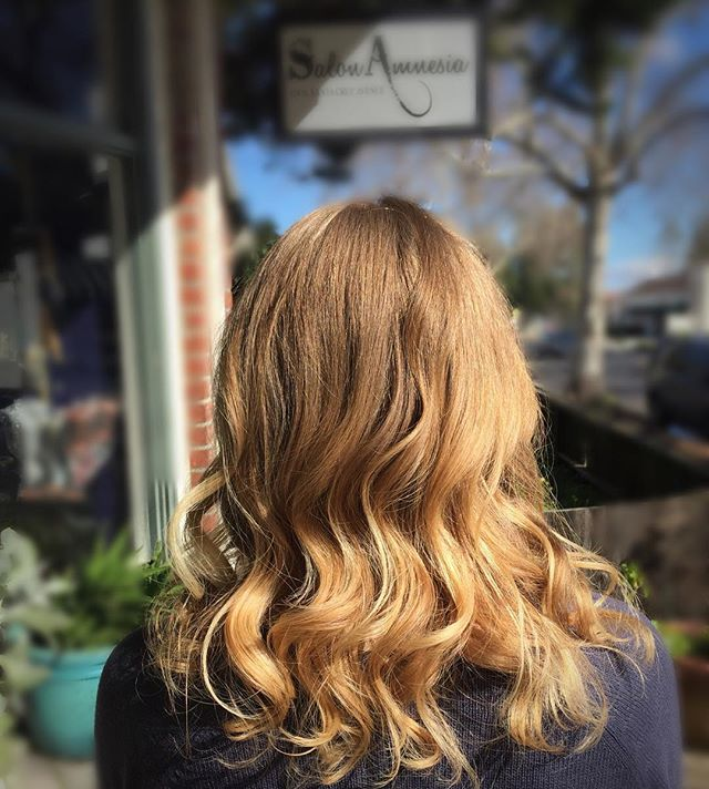 Monday Hairspiration! __________#blonde #blondehair #beachwaves #loveyourcurls #losgatoshairstylist