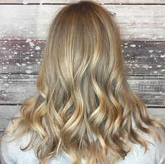 #funandflirty #hair 💇🏼 Have you scheduled your holiday hair appointment yet___#hairby _jennessavk